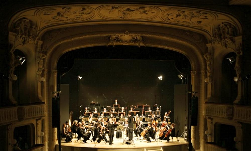 Radní Karlových Varů Bouška rezignoval kvůli tlaku na úspory v orchestru