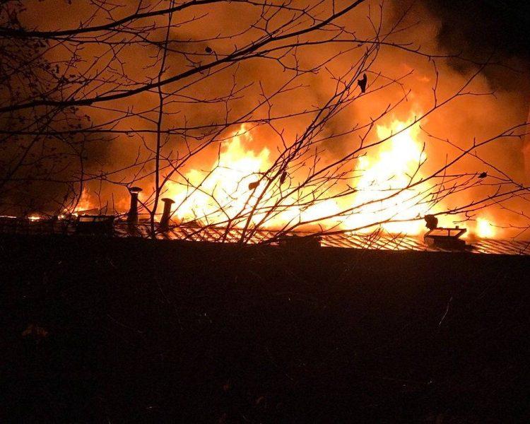 V Karlových Varech hořela střecha opuštěného domu