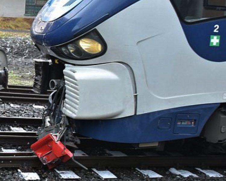 Vlak s cestujícími narazil do vagónů