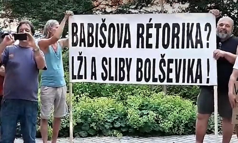 Lidé v 313 městech demonstrovali proti Babišovi