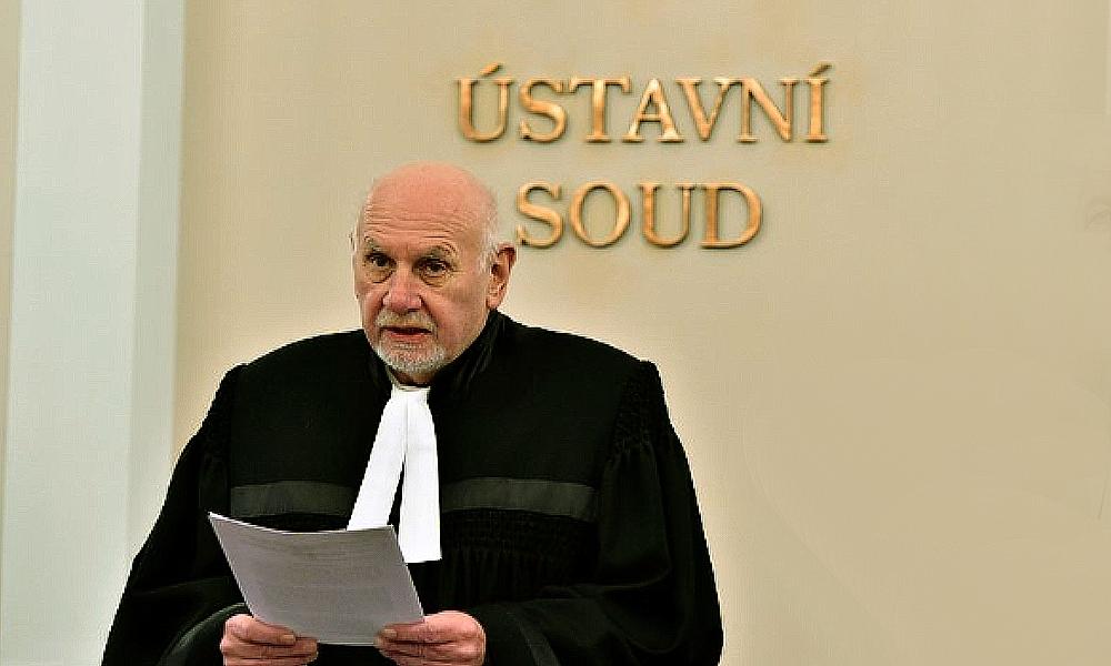Ústavní žaloba na Zemana je na místě