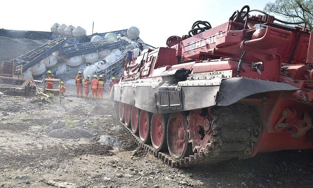 U Mariánských Lázní vykolejil nákladní vlak, práce stále pokračují