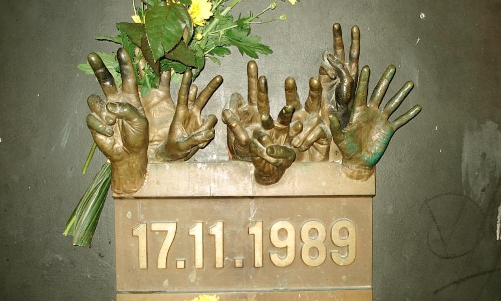 "Galerie umění Karlovy Vary – ""30 let po sametu"""