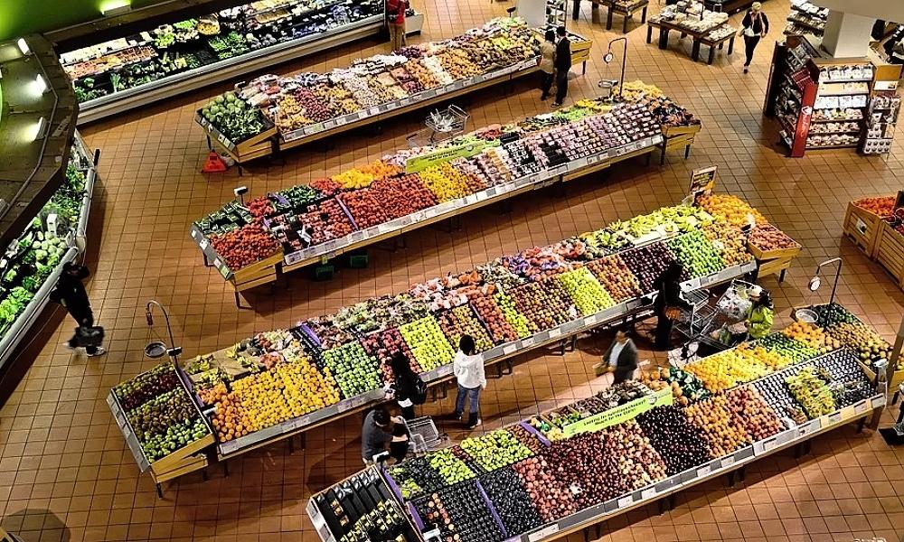 Přichází rok zdražování. Ceny potravin žene inflace, vyšší daně tlačí vláda