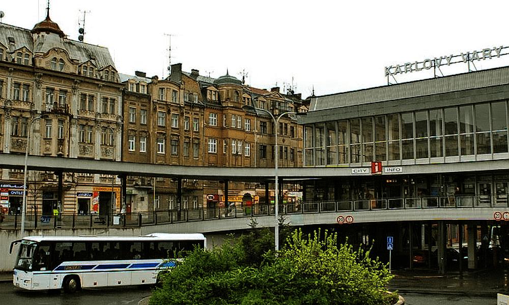 V Karlových Varech budou autobusy jezdit méně