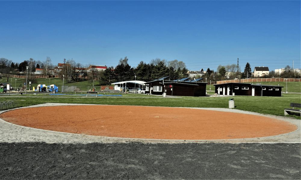 Volnočasový areál Rolava a hřiště Karlovarských kuličkářů.