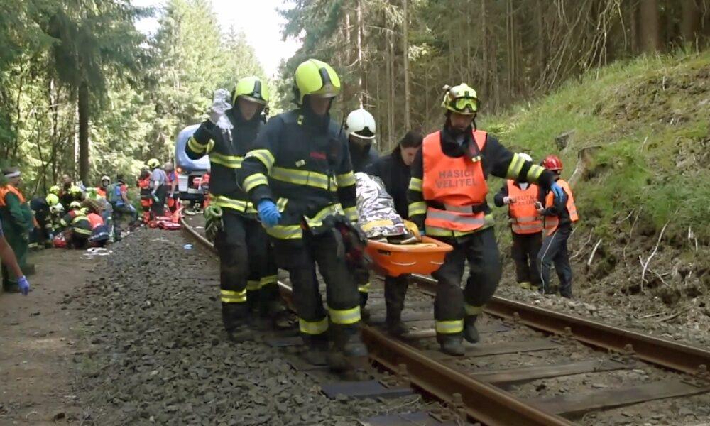 Zásah složek IZS u železniční dopravní nehody u Perninku.